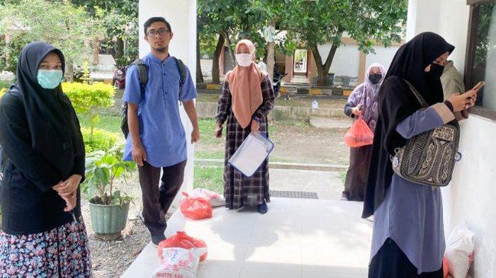 Mahasiswa Fakultas Dakwah UIN Ar-Raniry Dapat Bantuan Sembako dari Dosen, Pegawai, dan Alumni