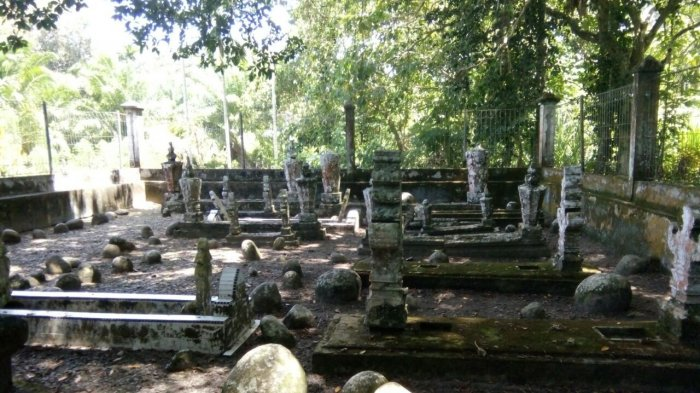 Komplek pemakaman raja Trumon di Desa Keude Trumon, Kecamatan Trumon, Aceh Selatan.