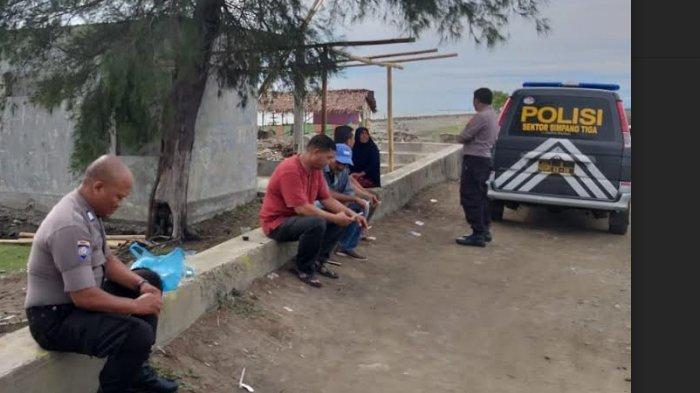 Beri Rasa Aman, Polisi Patroli di Pantai Mantak Tari, Aksi Blokade Masih Berlanjut