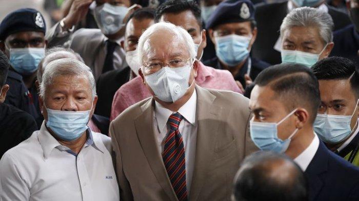 Mantan Perdana Menteri Malaysia Najib Razak Harusnya Dapat 72 Tahun Penjara dan Cambukan