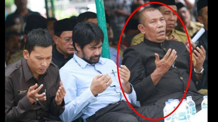 Tgk Yahya Muaz, mantan Sekjen Partai Aceh meninggal dunia, Sabtu (4/9/2021). Foto ini saat Yahya Muaz bersama Muzakir Manaf dan Mukhlis Basyah saat berdoa pada peringatan Milad GAM yang dipusatkan di kompleks Makam Hasan Tiro di Meureu, Indrapuri, Aceh Besar, Selasa (4/12/2021).