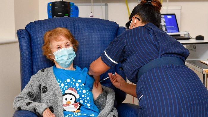 margaret-keenan-lansia-90-tahun-menjadi-orang-pertama-yang-disuntik-vaksin-corona-di-inggris.jpg