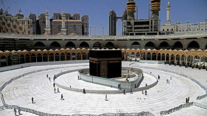 Muadzin Senior Masjidil Haram Sedih Melihat Ka'bah Sepi,