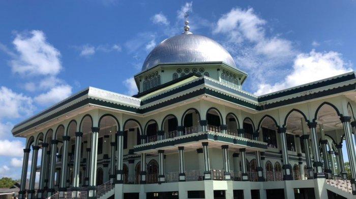 Ustadz Ahmad Izzudin Aslam Jadi Khatib Idul Fitri di Masjid Agung Nurul Makmur Aceh Singkil