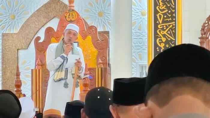 Khutbah Idul Fitri di Masjid Baitul Halim Bakongan, Khatib: Nanggroe Ka Lale Ngon Chip