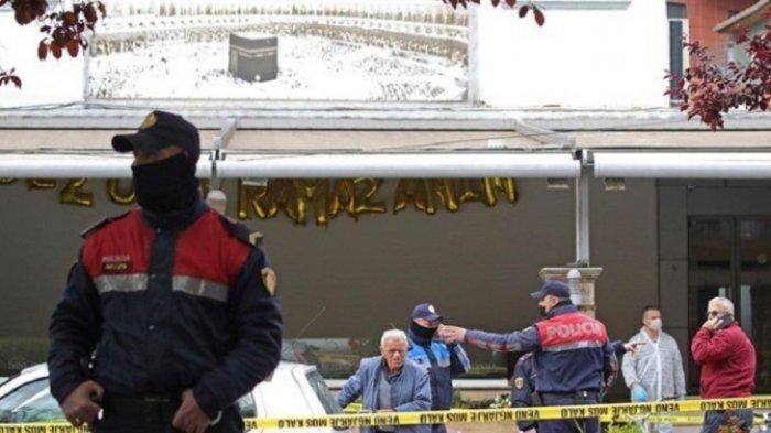 Pria Albania Serang dengan Pisau Jamaah Masjid Tirana, Lima Orang Terluka