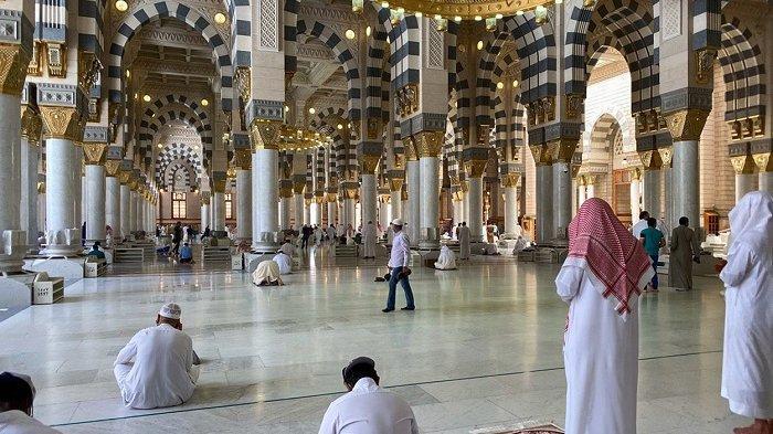 Raja Salman Setujui Shalat Tarawih di Dua Masjid Suci, Ada Aturannya