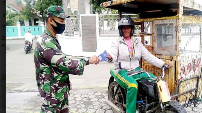 Cegah Covid-19, Babinsa Posramil Banda Raya Bagikan 300 Masker