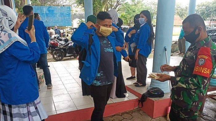 Babinsa 0108 Aceh Tenggara Bagikan Masker