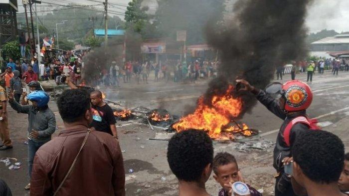 Fakta Kerusuhan di Manokwari, Gedung DPRD Dibakar, 3 Polisi Teluka hingga 1 Anggota Polda Tertembak
