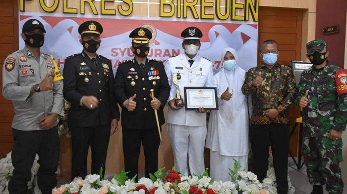 Polres Bireuen Serahkan Penghargaan untuk Gampong