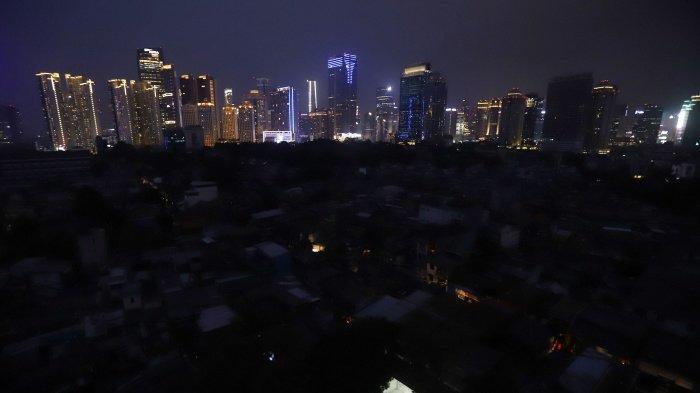 KRL dan MRT Lumpuh, Lalu Lintas Kacau Balau, Begini Suasana Saat Mati Lampu di Pulau Jawa