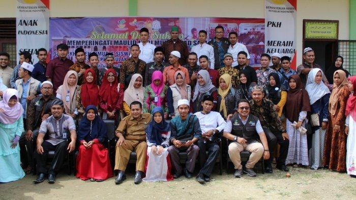 Peringati Maulid Nabi Muhammad SAW, Dinsos dan Petugas PKH Santuni Puluhan Yatim di SLB Cahaya