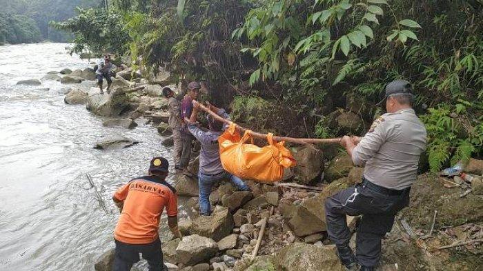Hanyut di Sungai Kombih, Polsek Penanggalan Evakuasi Mayat Wanita asal Pakpak Bharat