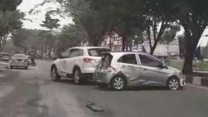 Viral Video Mobil Mazda Sengaja Tabrak Honda Brio Sopirnya Melarikan Diri Ini Kata Polisi Halaman 2 Serambi Indonesia