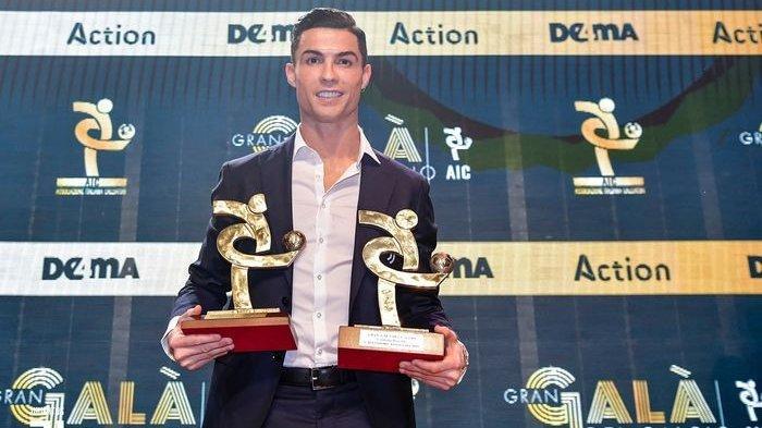 Cerita Ronaldo Tunggu di Mobil, Muncul Begitu Diumumkan Jadi Penyerang dan Pemain Terbaik Serie A