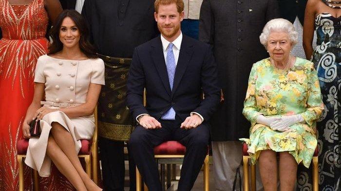 Langgar Aturan Istana, Meghan Markle Duduk Dengan Kaki Disilangkan