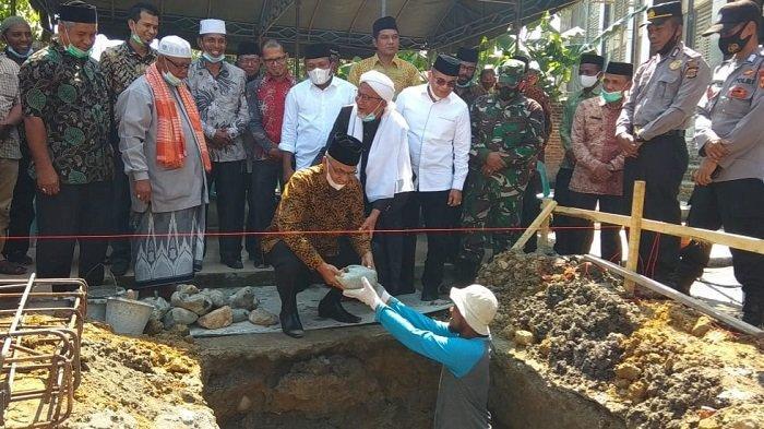Bupati Sumbang 100 Zak Semen Bangun Tempat Wudhu Masjid Baitusyarif Darussa'adah