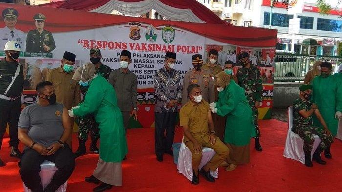 Muzakkar Apresiasi Kerjasama Team Work 24 Jam Gelar Vaksinasi Massal