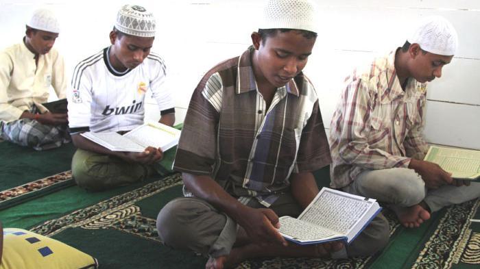 Cara Mudah Mengkhatam Alqur'an di Bulan Ramadhan 1440 H, Ini 7 Keutamaan Baca Al-Qur'an Bulan Puasa