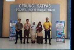 Dua Siswa MAN Blangpidie Ini Mendapat SIM Gratis dari Kasat Lantas Polres Aceh Barat Daya