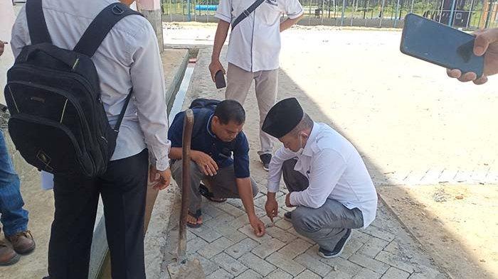 Pengerjaan Asal Jadi, Tim Pansus Dewan Minta Paving Block di Tamiang Sport Center Dibongkar