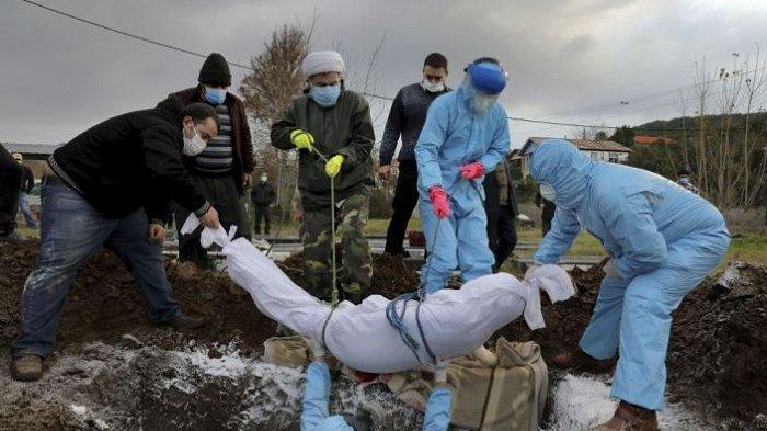 Perjuangan Warga Pegunungan Iran Memakamkan Korban Virus Corona Seadanya