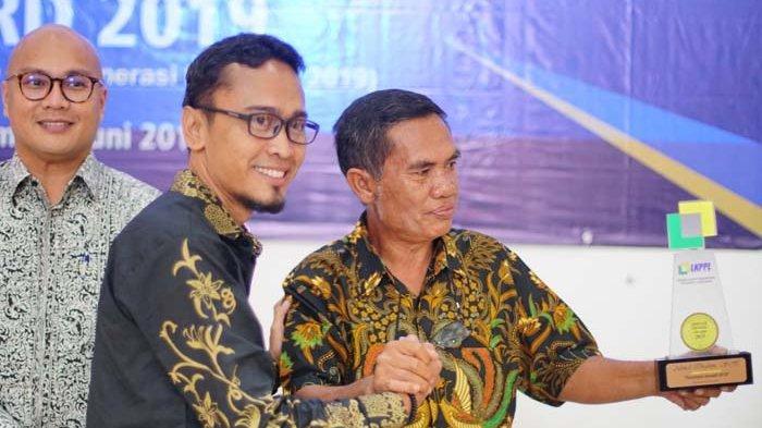 Akmal Ibrahim Terima Award Pemimpin Inovatif