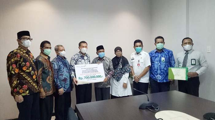 Bank Aceh Syariah Serahkan Zakat Karyawan Rp 12 Miliar ke Baitul Mal