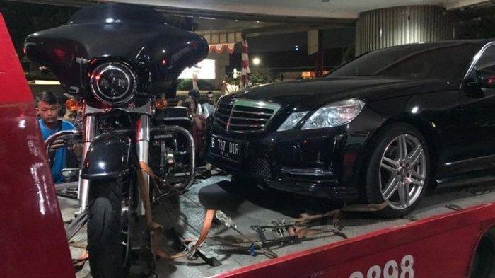 Kejagung Angkut Mercedes Benz dan Motor Harley Milik Tersangka Kasus Jiwasraya
