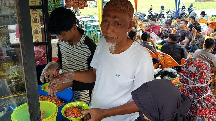 Sedapnya Mi Caluek di Lapangan Kota Meureudu, Saban Hari Terjual Hingga 25 Kg