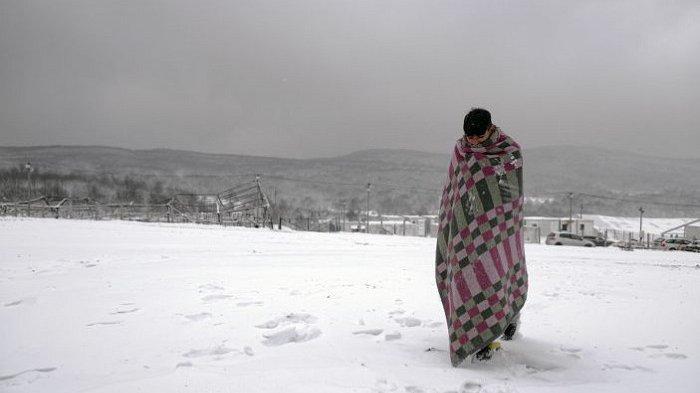Ratusan Migran Kedinginan di Kamp Pengungsi Bosnia, Salju Menutupi Tenda
