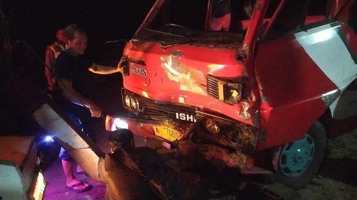 Minibus Rombongan Pengantin Kecelakaan Akibat Rem Blong di Tanjakan, Satu Korban Alami Robek Pipi