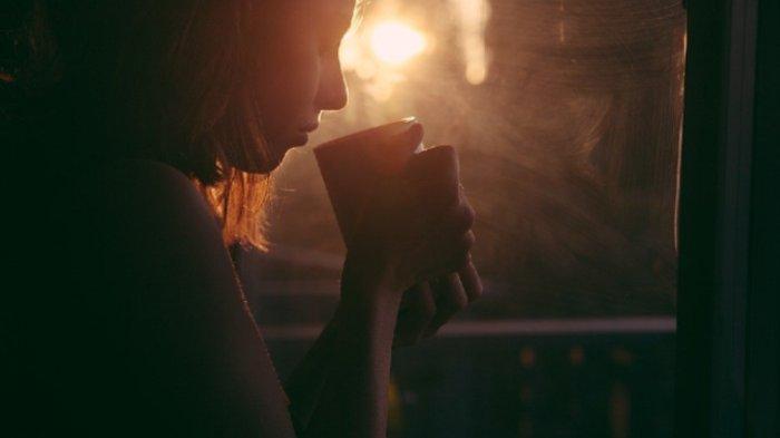 Inilah 6 Alasan Mengapa Anda Diwajibkan Minum Air Hangat dengan Perasan Lemon Saat Perut Kosong