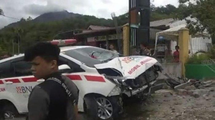 Mobil Ambulans RSUDZA Bawa Jenazah Alami Kecelakaan di Bener Meriah