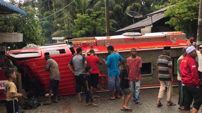 Mobil Damkar Terbalik,Tiga Petugas Pemadam Kebakaran Aceh Utara Terluka