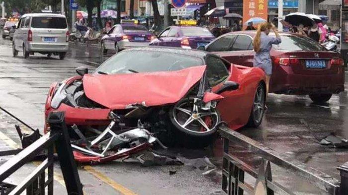 Mobil Ferrari Seharga Miliaran Rupiah Hancur Sesaat Setelah Keluar Dari Diler, Dikemudi Wanita