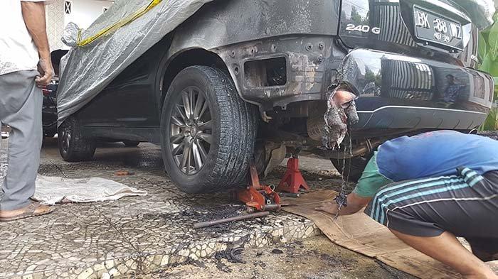 BREAKING NEWS - Mobil Toyota Harrier Milik Ketua YARA Langsa Dibakar
