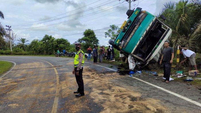 Mobil Tangki CPO Terjungkal di Nagan Raya, Minyak Tumpah ke Jalan