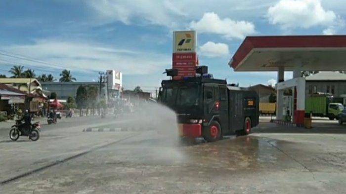 Tim Gabungan di Nagan Raya Semprot Disinfektan di Masjid Cegah Covid-19