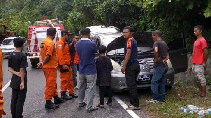 Satu Mobil Grand Livina Terbakar di Gunung Paro Aceh Besar