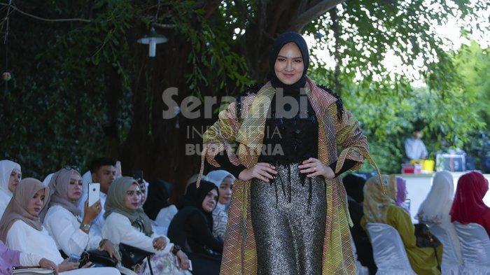 FOTO-FOTO : Designer Muda Menampilkan Rancangan Beretnik Aceh