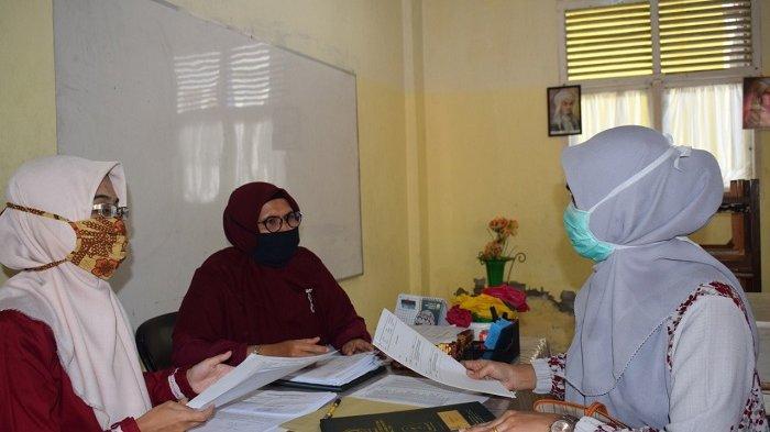 MTsN 1 Model Banda Aceh Melaksanakan Pembagian Rapor Secara Langsung