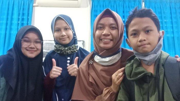 Siswa MTsN 1 Model Banda Aceh Sabet Dua Piala SMP Champion