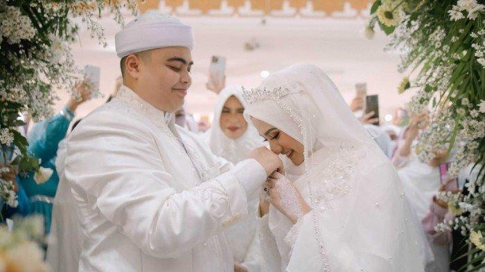 Muhammad Ameer Azzikra resmi menikah dengan pujaan hatinya, Nadzira Shafa pada Kamis (10/6/2021) pagi.