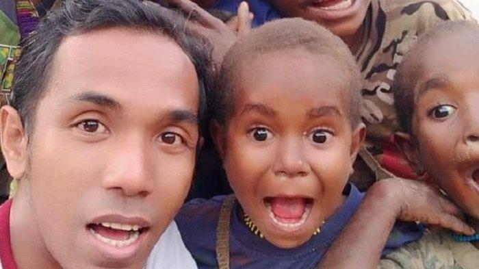 Almarhum Zaki, Guru Biasa yang Mampu Taklukkan Dunia untuk Bahagiakan Ibunya