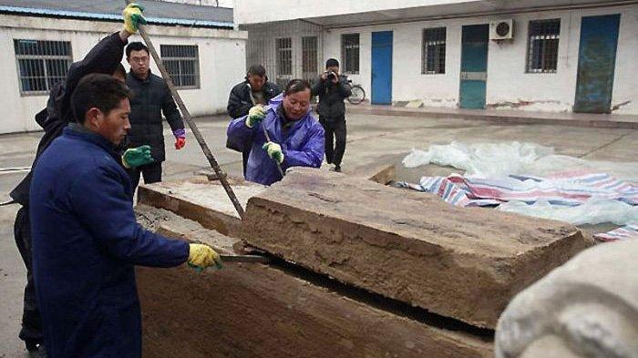 Dikira Sebatang Kayu, Ternyata Benda Tersebut Makam Kuno Berusia 700 Tahun, Isinya Masih Utuh