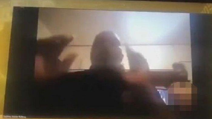 Muncul Wanita Bugil Saat Rapat Covid-19 Lewat Zoom, Ternyata Istri Pejabat Keluar dari Kamar Mandi