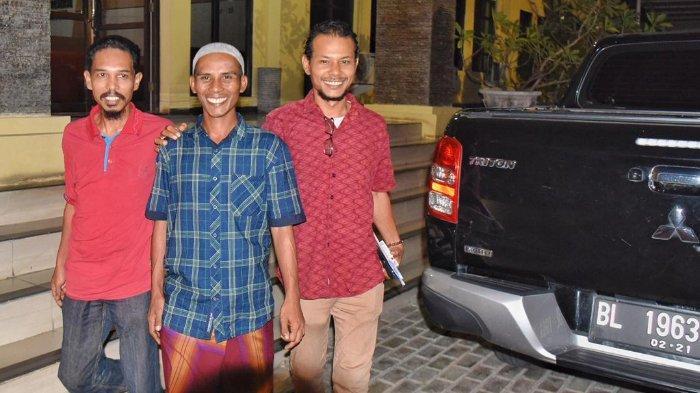 FOTO - Detik-detik Penangguhan Penahanan Tgk Munirwan, Keuchik yang Dipenjara Karena Benih Padi IF8