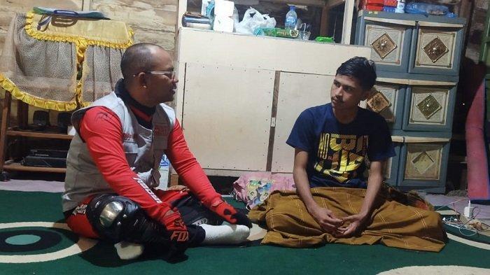 Wabup Abdya Kunjungi Remaja yang Alami Kecelakaan Kerja, Ini Janjinya